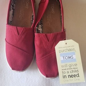 Red Canvas Classic Tom's youth size 2